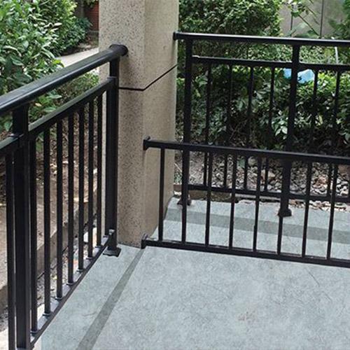 锌钢阳台护栏不同颜色高度对应的价格